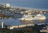 Kreuzfahrtreederei AIDA mit zwei Schiffen bei der 23. Hanse Sail