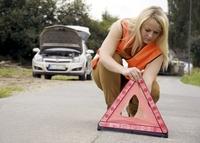GTÜ: Warnweste und Feuerlöscher gehören nicht nur im Urlaub ins Auto