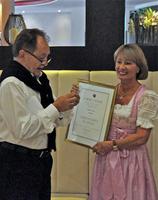 Hedda Freund mit Goldener Ehrennadel geehrt