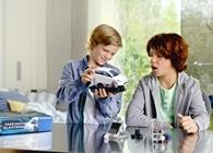 Kinder erforschen mit Ravensburger und Mercedes-Benz die Elektromobilität