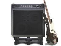 Gitarren- und Bass-Amps einfach entkopplen: IsoAcoustics ISO-L8R 430 für besten Sound im Aufnahmeraum
