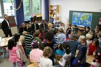 Würzburger ABC-Schützen erhalten Büchertaschen von der Sparda-Bank