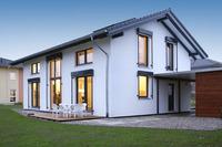 Plus-Energiehaus-Musterhaus in ökologischer Holzfertigbauweise