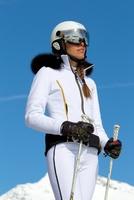 Skihelm von ZeroRH+ für sportliche Fashionitas auf der Piste