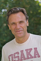 Physiotherapeut Helmut Gruhn berät am Expertentelefon