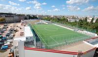 Fußball über den Dächern Berlins