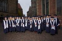 120 frisch gebackene Bachelor- und Master-Absolventen