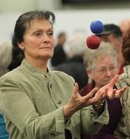 Gehirn-Gesundheit ist mit Jonglieren trainierbar - auch für Menschen ab 50, 60 oder 70 Jahren