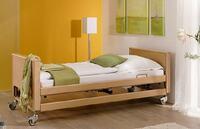 Wohnlicher geht's nimmer: Pflegebett Arminia jetzt versandkostenfrei bei HMMso pflegebetten-24.de