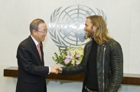 DAVID GUETTA: Musikvideo zu One Voice mit spektakulärer Aktion in New York enthüllt