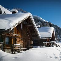 Wie finde ich eine Skihütte über Weihnachten oder Silvester?