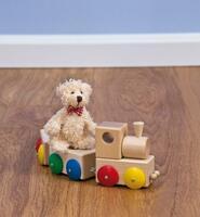 AURO erfüllt die neuen Anforderungen der Europäischen Norm zur Sicherheit von Spielzeug