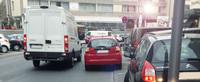 Parken in der zweiten Reihe: Mit Warnblinker gleich doppelt teuer