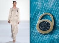 taeshy® bietet exklusives Schmuckstück zur Fashion Week: taeshy® glam black. Besetzt mit nachtschwarzen SWAROVSKI® ELEMENTS