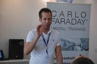 Hilfe durch Hypnose: Beim Abnehmen und auf dem Weg zum Nichtraucher bieten Seminare von CARLO FARADAY um Gründer Nils Reineking Unterstützung
