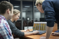 Weltneuheit: Ein Warehouse Management System, das reale Vorgabezeiten für Logistikprozesse automatisch bestimmt