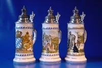 Typisch deutsche Geschenke: Bayerische Bierkrüge & 3D Holzbilder