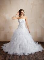 Die romantischen Brautkleider von JennyJoseph sind an Ihrem großen Tag Ihr perfekter Begleiter
