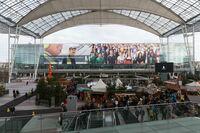 3.000 m² Dankeschön: XXXL-Grußkarte am Flughafen München