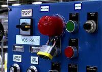 Notausschalter- und Drucktaster-Verriegelungen in verschiedenen Größen