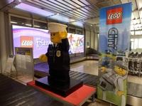 Klötze statt kleckern: großes LEGO Aufgebot am Flughafen Nürnberg