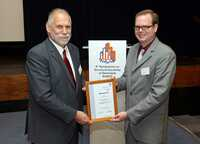 Dr. Halvar Schmidt erhält HBM-Award