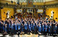 Wilhelm Büchner Hochschule feiert mit Absolventen im Kurhaus in Wiesbaden