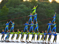 Atemberaubende Wasserski-Akrobatik der Ski Broncs in Rockford