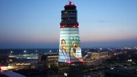Turmhohe Star-Selfies: Messi und Bryant erobern Airport-Tower Wien