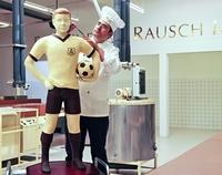 Neuer WM-Favorit: ein Fußballer zum Anbeißen bei Fassbender & Rausch