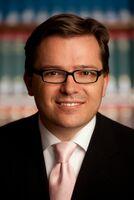 Anwälte sehen Finanzwirtschaft und Beratungsstellen als größte Wettbewerber