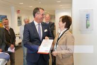 Bayerisches Rotes Kreuz zeichnet MULTIVAC aus - MULTIVAC Mitarbeiter führen seit 2008 Blutspendeaktionen durch