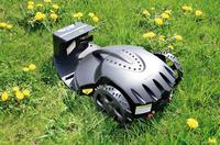 Roboter erledigt die Gartenarbeit
