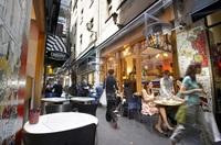 Jetzt Insider-Tipps für die Mode-Metropole Melbourne: Hinterhofshops, Stadtteilmärkte und Fashion-Festivals