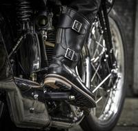 Clarks und Motorrad-Hersteller Norton kreieren Biker Boots für echte Kerle
