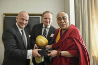 Dalai Lama mit dem German Speakers Global Award ausgezeichnet