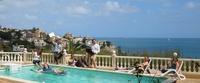 showimage Sunny Office-Arbeit und Austausch in entspannter Urlaubsatmosphäre