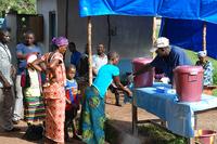 Ebola-Epidemie: Fachärzte aus Mönchengladbach senden Hilfslieferung nach Liberia