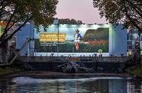 Von nix kütt nix: Riesenposter wirbt für Baumspende in Düsseldorf