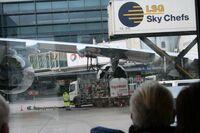 """Faszination Mitgliedschaft - Flug auf """"Höhe 0"""" Rüsselsheimer Volksbank mit Mitgliedern am Frankfurter Flughafen"""