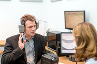 Lautstärke und Lärm  die allgegenwärtige Bedrohung des guten Hörens. Hörgeräteakustiker bieten kostenlose Hörtests, Beratung und Gehörschutz