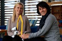 Roboterhund Zoomer erobert Herzen in den Ronald McDonald Häusern und Oasen