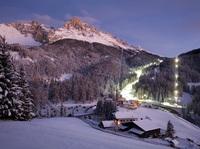 45 Jahre Skispaß in Obereggen: Südtiroler Schneeparadies feiert Jubiläum mit Nightsnowpark und Pulverspaß-Pauschale