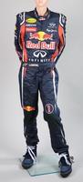 Zugunsten der SOS-Kinderdörfer:  Formel 1-Rennanzug von Sebastian Vettel unterm Hammer