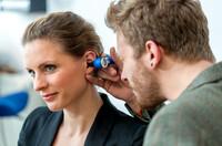 ?High Tech Handwerk für gutes Hören  immer mehr Menschen nutzen die qualifizierten Dienstleistungen der Hörgeräteakustiker