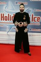 Glamour, Glanz und Glööckler: Prominente feiern HOLIDAY ON ICE-Premiere von PLATINUM