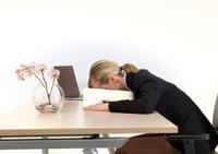 Neu entwickeltes Kurzschlaf-Kissen macht Büro-Powernap komfortabler