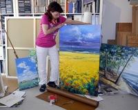 Die Mucher Künstlerin Ute Herrmann liefert diese Woche neue Gemälde nach Dänemark