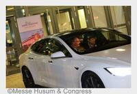 Testfahrt im Tesla S P85D mit Umweltminister Robert Habeck