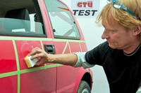GTÜ testet Auto-Polituren: Glanzkur für gestresste Autolacke